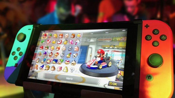Nintendo Switch bleu et rouge